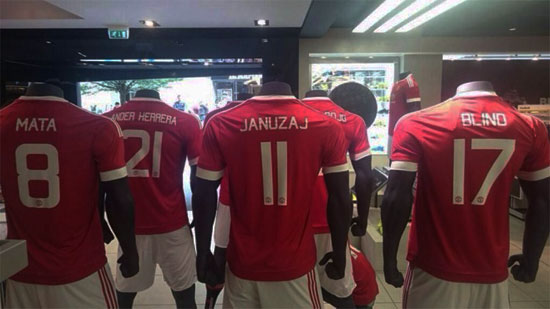 4851fc3b8cb Manchester United 2015-2016 Home kit with font